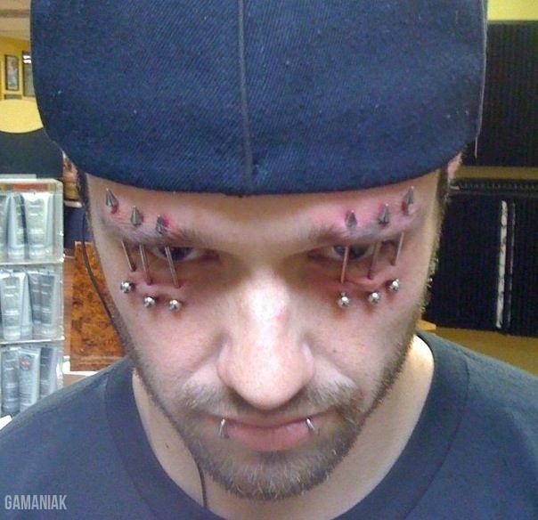 coucou-cherche-travail-piercing-oeil-yeux