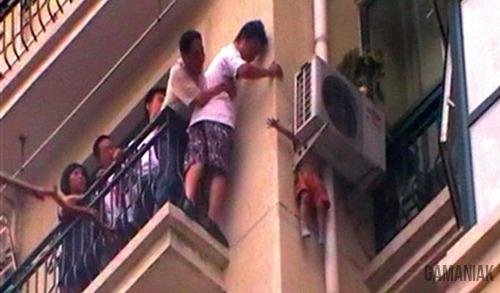 enfant-tombant-immeuble-sauve-clim