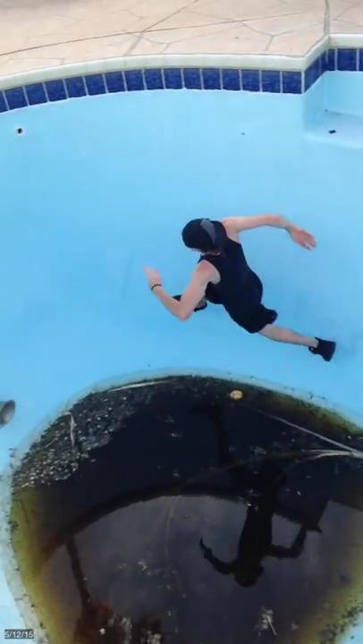 Courir dans une piscine sale - Piscina a sale ...