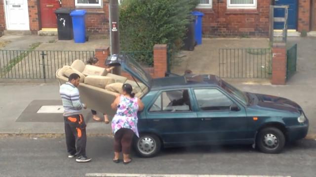 Forcer un canap dans une petite voiture for Canape voiture