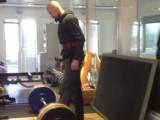 Hugh Jackman soulève des haltères de 180kg