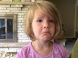 Une petite fille supprime la photo son oncle