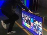 Une télé plate qui résiste aux coups de pieds